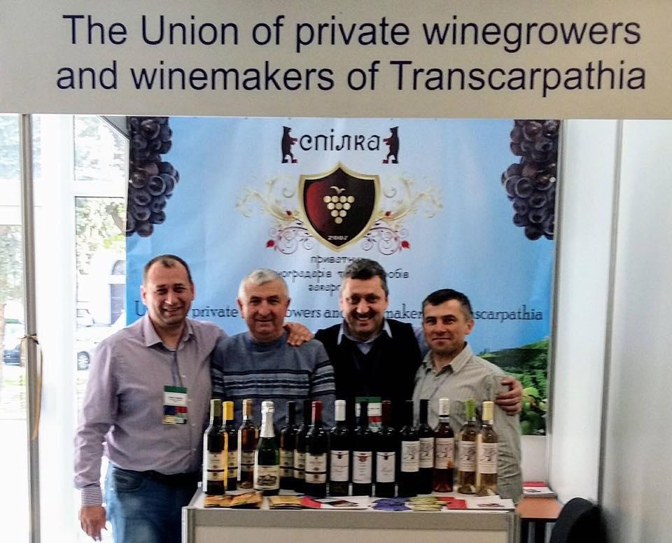 Закарпатские виноделы привезли награды с международного конкурса в Словакии